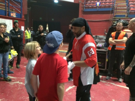Drummer Carter Beauford being so kind to the boys