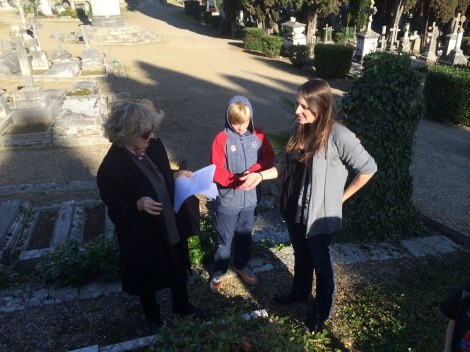 Visiting ancestors' graves with La Professora