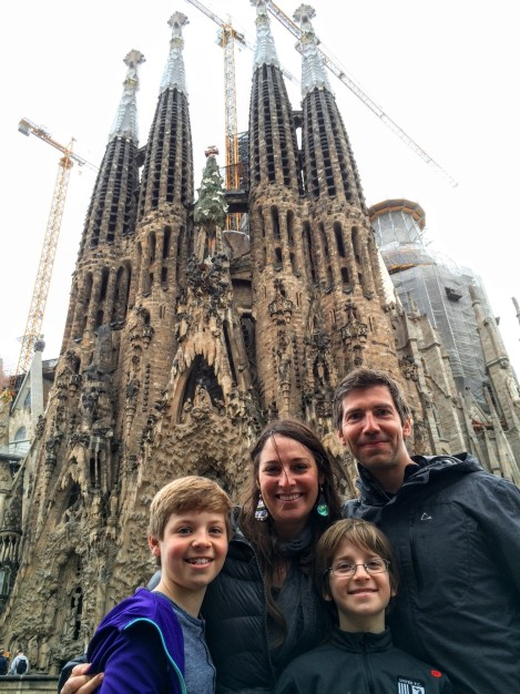 Obligatory shot of Sagrada Familia... ¡Increíble!